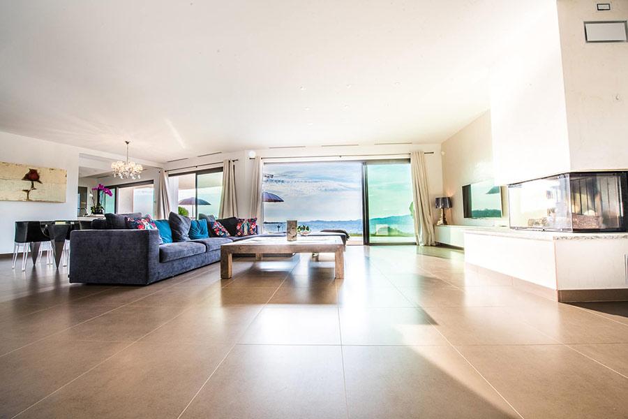 salon et salle manger de luxe location villa ajaccio happy days. Black Bedroom Furniture Sets. Home Design Ideas
